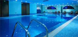 Отель Park Inn, бассейн