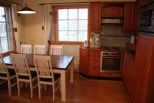 Дом в Golf Village, столовая и кухня