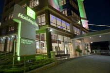 Holiday Inn Dar Es Salaam, главный вход